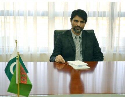 R.Meredow Pakistanyň Türkmenistandaky täze bellenen ilçisi bilen duşuşdy