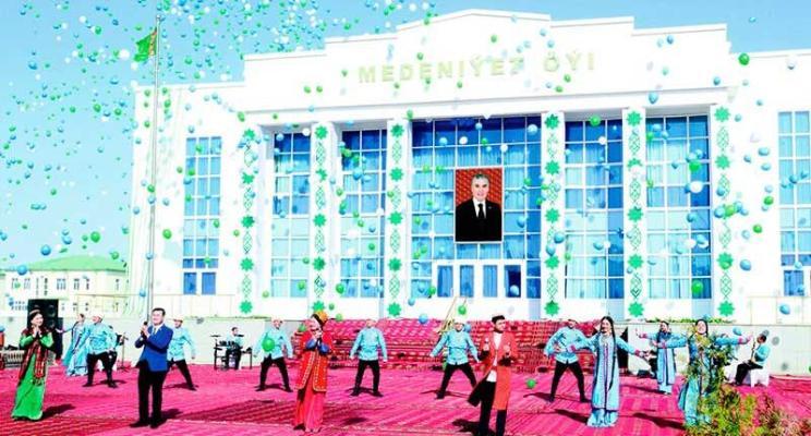 Türkmenistanyň iň gowy etrabyna Prezidentiň baýragy gowşuryldy