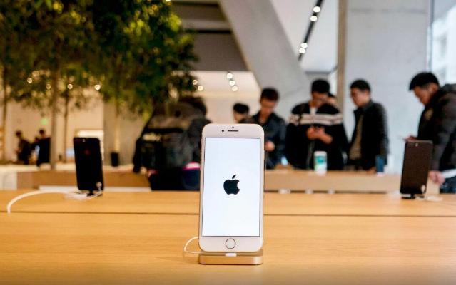 Apple 2016-njy ýyldan bäri ilkinji gezek smartfon satuwy boýunça dünýäde lider boldy