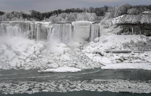 Ниагарский водопад замерз из-за сильных морозов
