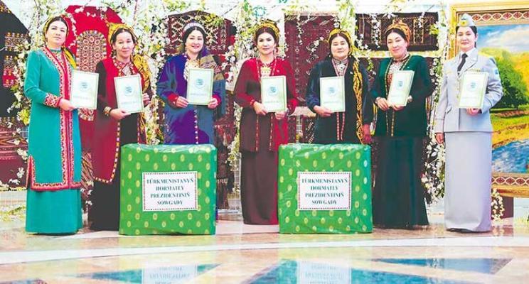 Türkmenistanda «Ýylyň zenany» bäsleşiginiň ýeňijileri yglan edildi