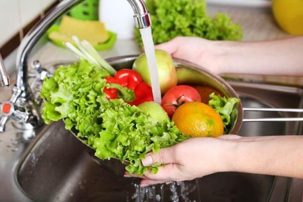 Ученые определили лучший способ отмыть овощи от бактерий