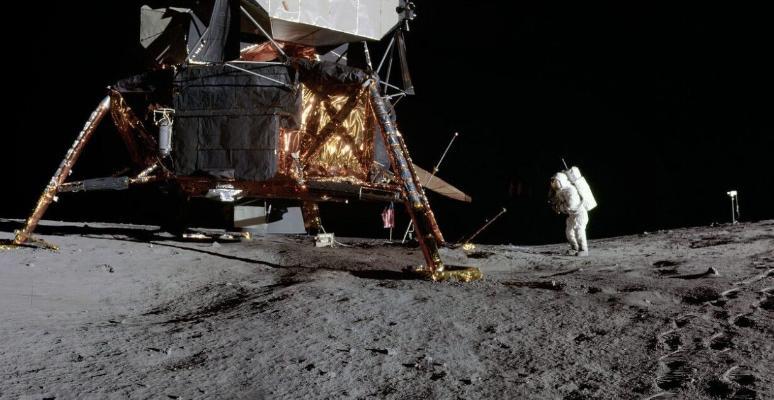 NASA намерено высадить на Луну первую женщину в течение ближайших 10 лет