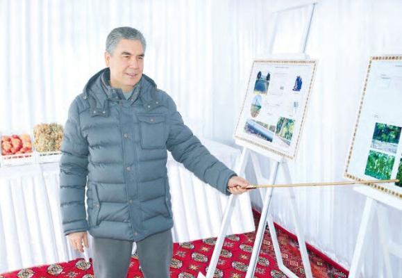 Türkmenistanyň Prezidenti harby we hukuk goraýjy edaralaryň kömekçi hojalyklarynyň işi bilen tanyşdy
