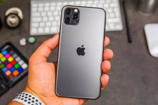 Wedbush: В 2021 году Apple ожидает рекорд продаж iPhone