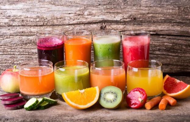 Свежевыжатый фруктовый сок оказался вреднее кока-колы