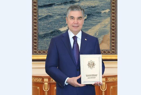 Türkmenistanyň Prezidentine Milli Geňeşiň Halk Maslahatynyň agzalygynyň şahsyýetnamasy gowşuryldy