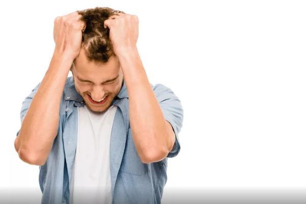 Adam stresde wagty näme üçin saçy dökülýär? Alymlaryň jogaby