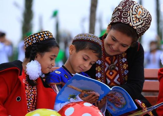 Туркменский лидер первым внёс взнос в созданный им Благотворительный фонд