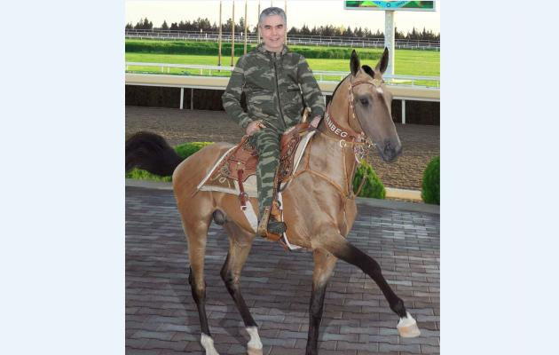 Бердымухамедов ознакомился с деятельностью конных подразделений военных и правоохранительных органов