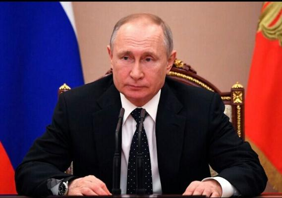 Putin gaýtadan prezidentlige dalaş etmegine mümkinçilik berýän kanuna gol çekdi