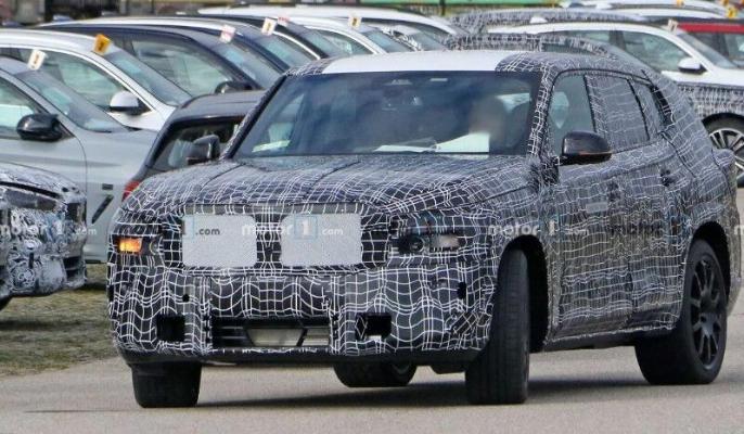 BMW  проводит тестирование кроссовера X8
