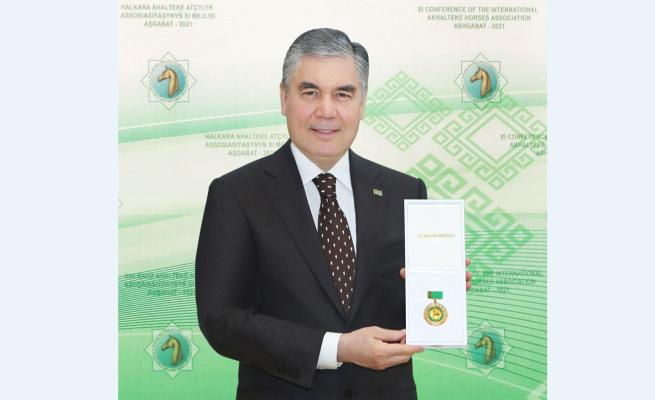 Президенту Туркменистана присвоено почётное звание «Türkmenistanyň ussat halypa seýsi»