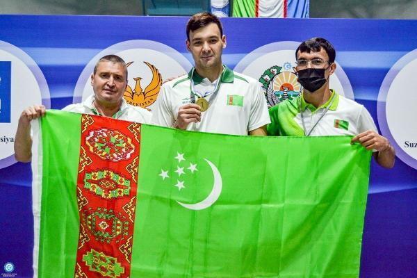 Туркменские пловцы завоевали 7 медалей на открытом чемпионате Узбекистана