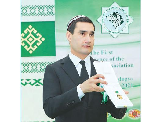Serdar Berdimuhamedow «Türkmenistanyň at gazanan itşynasy» diýen hormatly ada eýe boldy