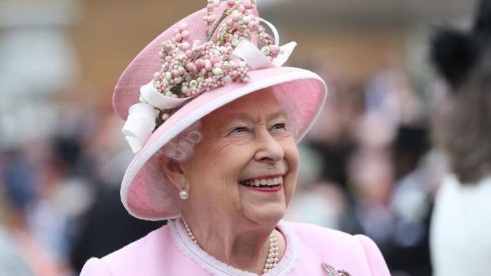 Почему британская королева отмечает день рождения два раза в год?