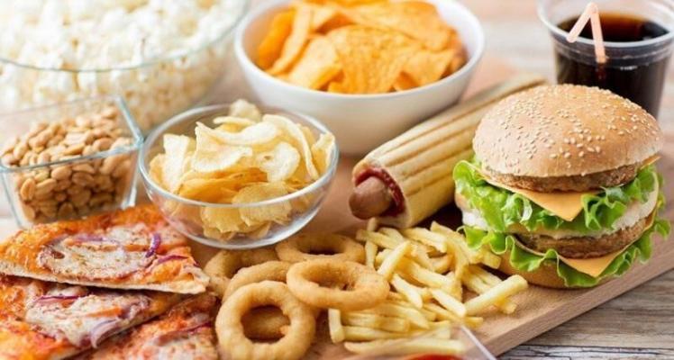 Названы продукты, от которых следует отказаться после 30 лет