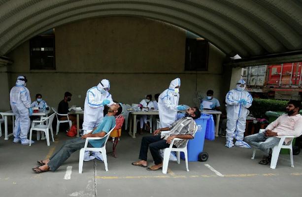 ВОЗ направила в Индию 2,6 тыс. сотрудников на помощь в борьбе с коронавирусом