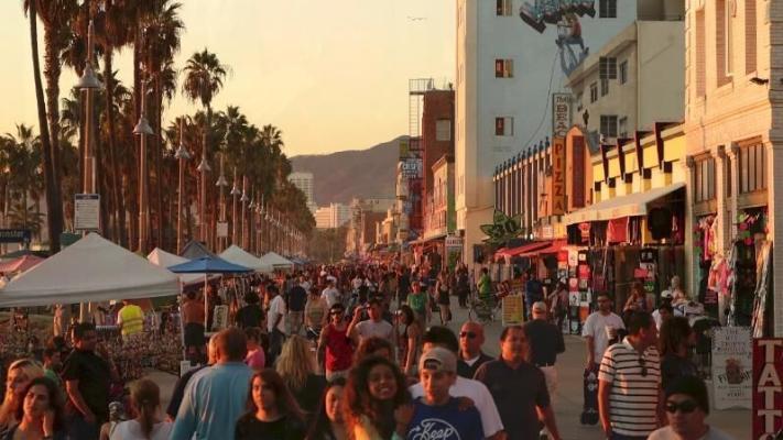 В первый год пандемии впервые в истории сократилось население Калифорнии