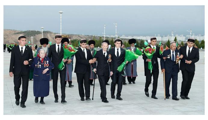 Türkmenistanda Ýeňiş gününiň 76 ýyllygynyň hormatyna dabaralar geçirildi