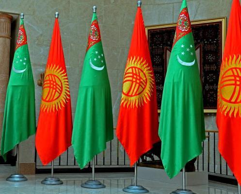 Türkmen Lideri gyrgyz kärdeşini täze Konstitusiýanyň kabul edilmegi bilen gutlady