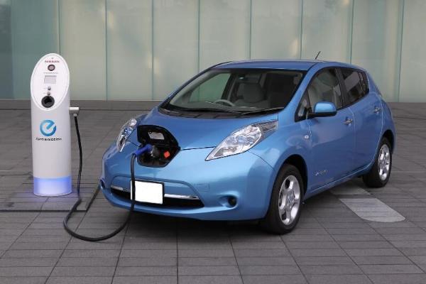 Эксперты: Электрокары станут дешевле бензиновых и дизельных автомобилей уже в 2027 году