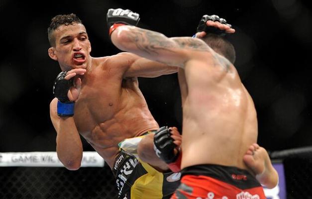 Çarlz Oliweýra ýeňil agramda UFC-niň täze çempiony boldy