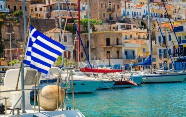 Греция начала принимать туристов