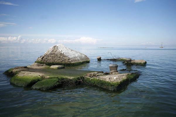 Из-под воды появилась затерянная десятки лет назад деревня