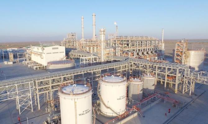 Türkmenistanyň Prezidenti tebigy gazdan benzin öndürýän zawoda baryp gördi