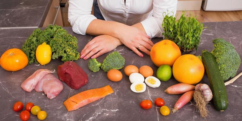 Диетолог перечислила полезные и вредные в жару продукты