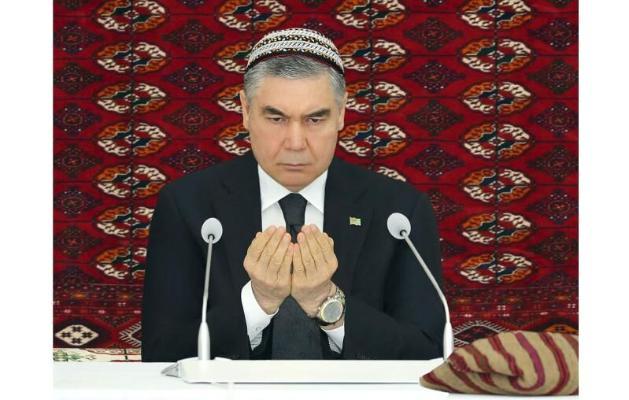 Президент Бердымухамедов дал садака по случаю сороковины отца