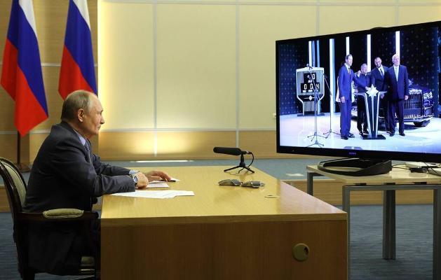W.Putin «Aurus» awtoulaglarynyň önümçiligine badalga berdi