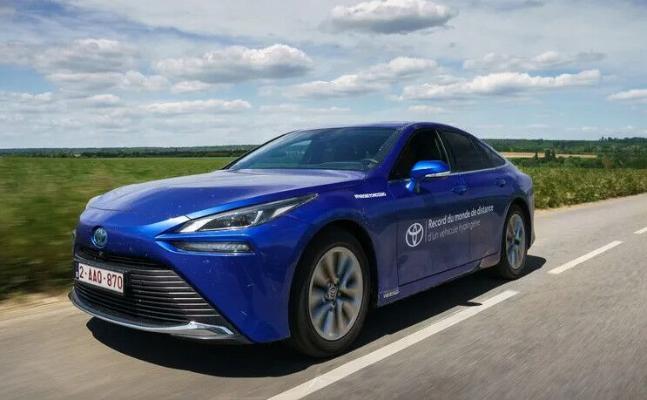 Водородная Toyota Mirai установила мировой рекорд пробега