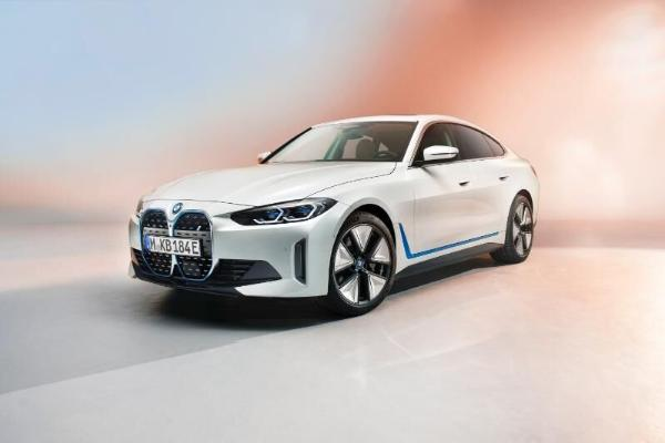 BMW представила электрический седан i4