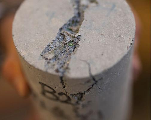Alymlar gaýtadan işlenen galyndylardan arzan gurluşyk materialyny öndürdiler