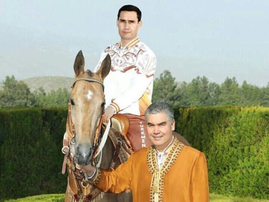 Президент Туркменистана посетил Ахалтекинский конный комплекс