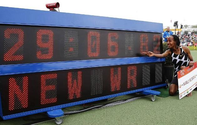 Niderlandly zenan türgen 10 km aralyga ylgamakda dünýä rekordyny täzeledi