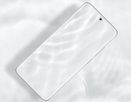 Meizu doly derejede ak ekranly smartfony çykardy