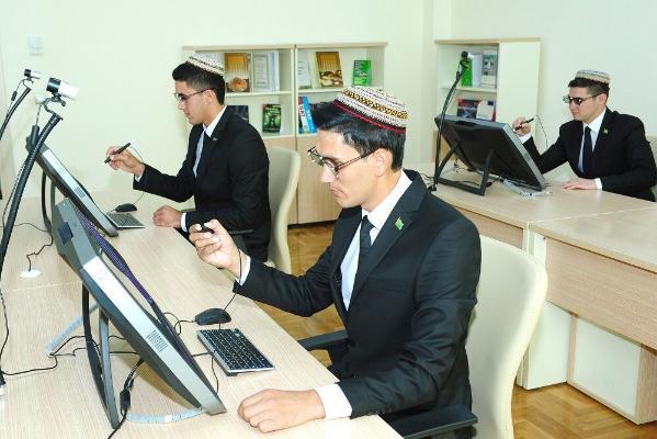 В Туркменистане прошел конкурс научных работ среди молодых учёных