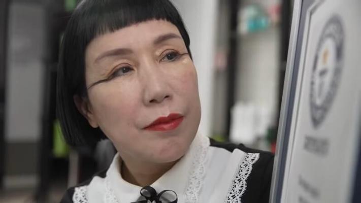Китаянка с самыми длинными в мире ресницами побила свой рекорд