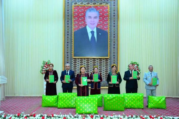 Türkmenistanda «Ýylyň mugallymy - 2021» bäsleşiginiň jemi jemlendi
