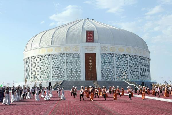 Türkmenabatda 3 müň orunlyk «Türkmeniň ak öýi» binasy açyldy