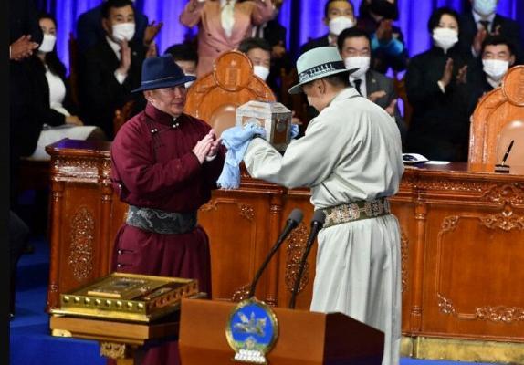 Türkmen Lideri Mongoliýanyň Prezidentini wezipesine girişmegi bilen gutlady