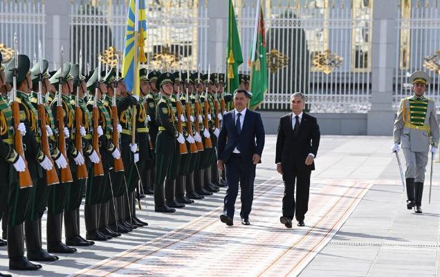 Gyrgyzystanyň we Türkmenistanyň Prezidentleriniň duşuşygynyň resmi dabarasy geçirildi