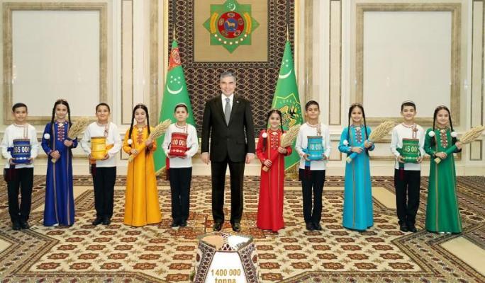 Земледельцы пяти велаятов Туркменистана отрапортовали о трудовых победах