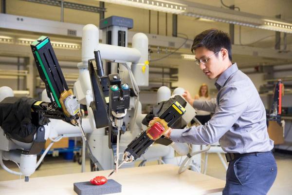 Эксперты рассказали, какие профессии не смогут освоить роботы