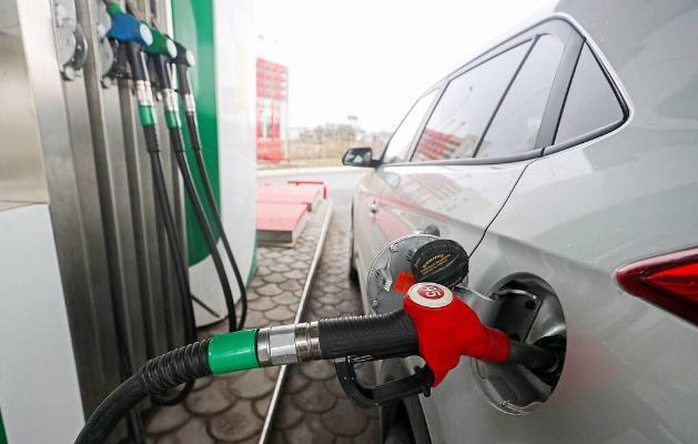 Ýene-de bir ýurt benzinde işleýän ulaglardan el çeker