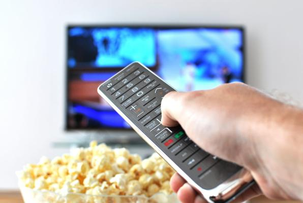 Telewizora seredilende iýmek üçin haýsy iýmit peýdaly?