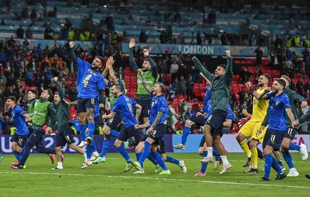 Первый финалист Евро-2020 определился в серии пенальти